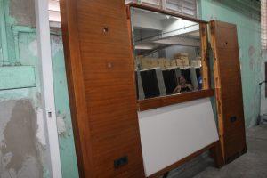 100, Villa Queen Headboard w/ Side Panels & Mirror